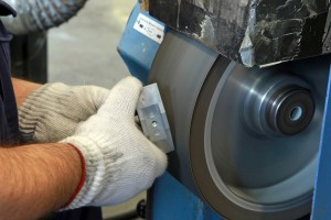 Smerigliatura metalli manuale